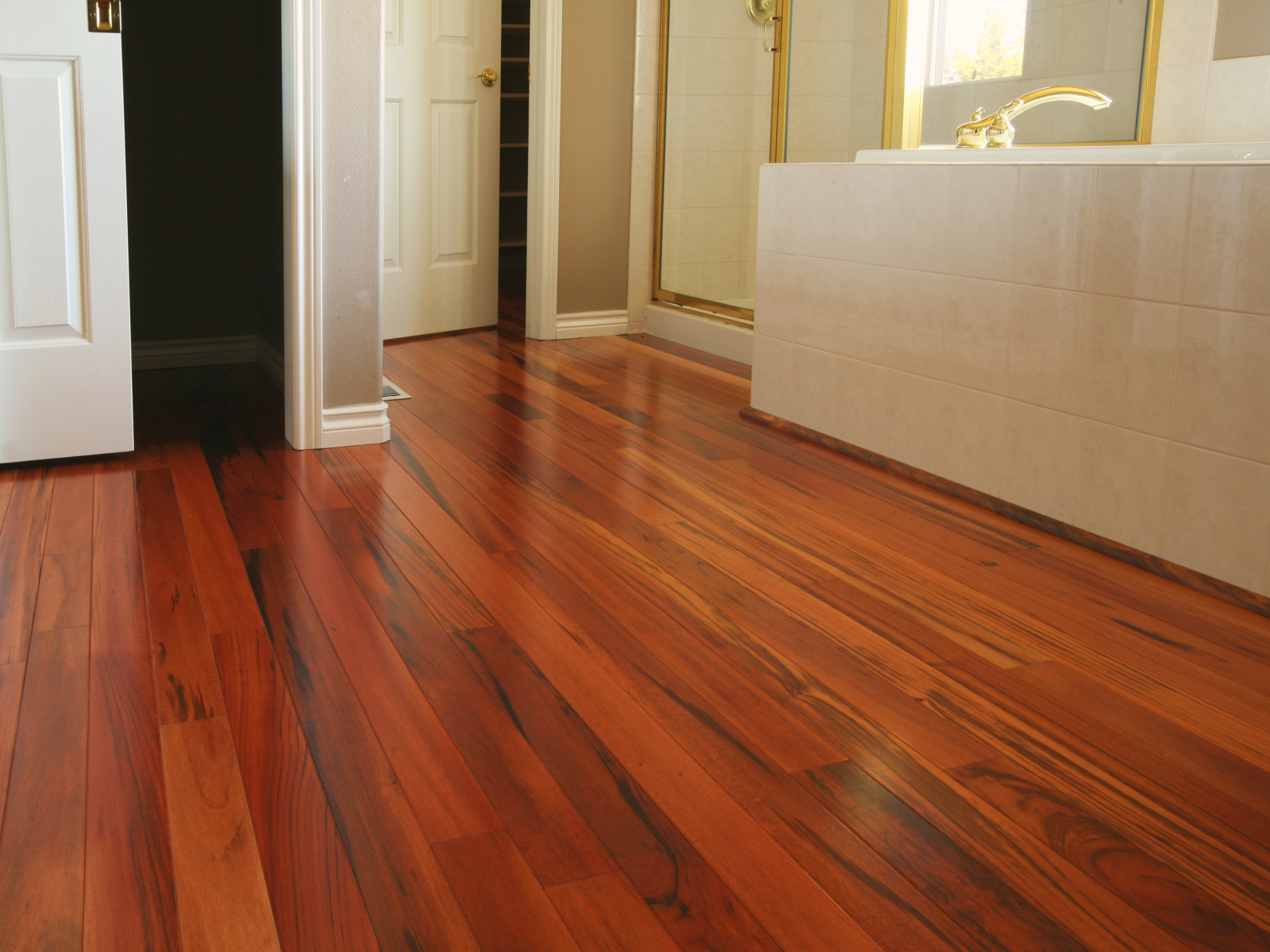 Bamboo flooring eco friendly flooring for your home for Laminate wood flooring ideas
