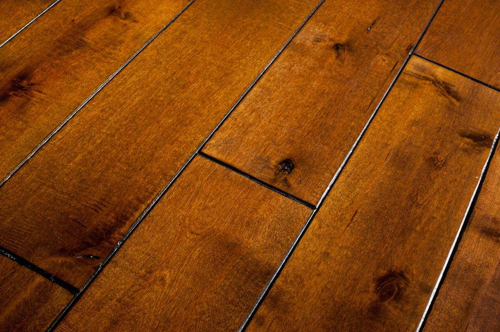 Hand scraped wood floors the newest trend on flooring for Homes with hardwood floors